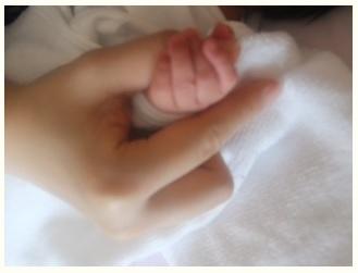 飯田圭織 子供の手.jpg